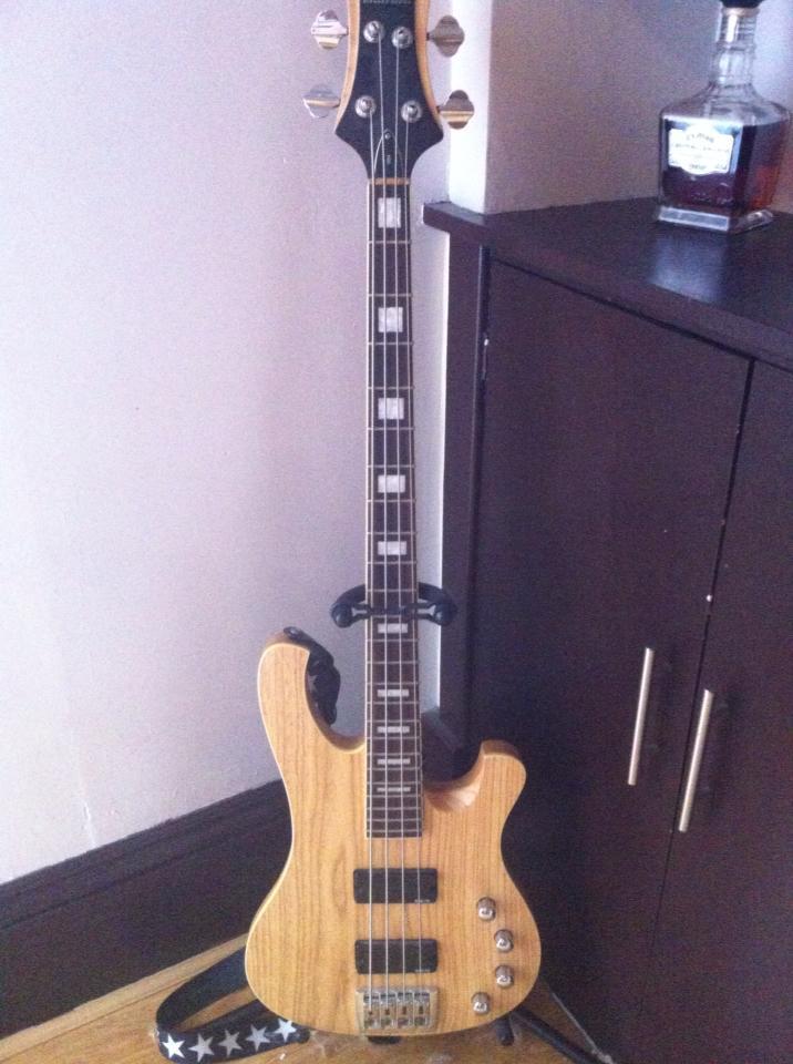 Scotland Bass guitar: Schecter Diamond series 004 - Reptile Forums