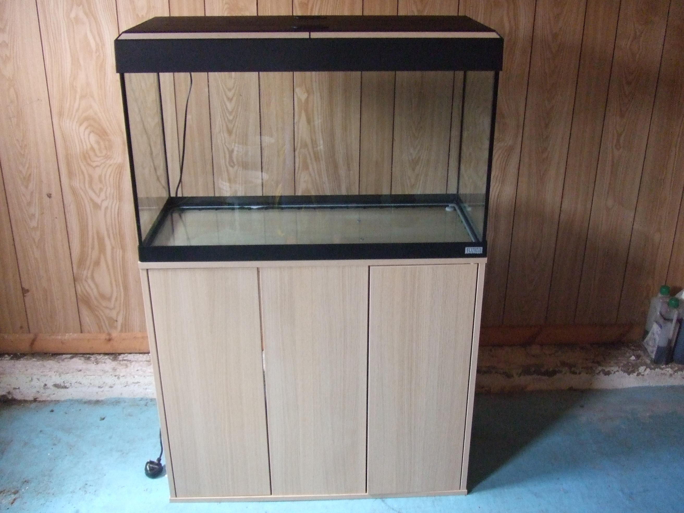 W Midlands Fluval ROMA 125 FISH TANK AND CABINET Reptile Forums