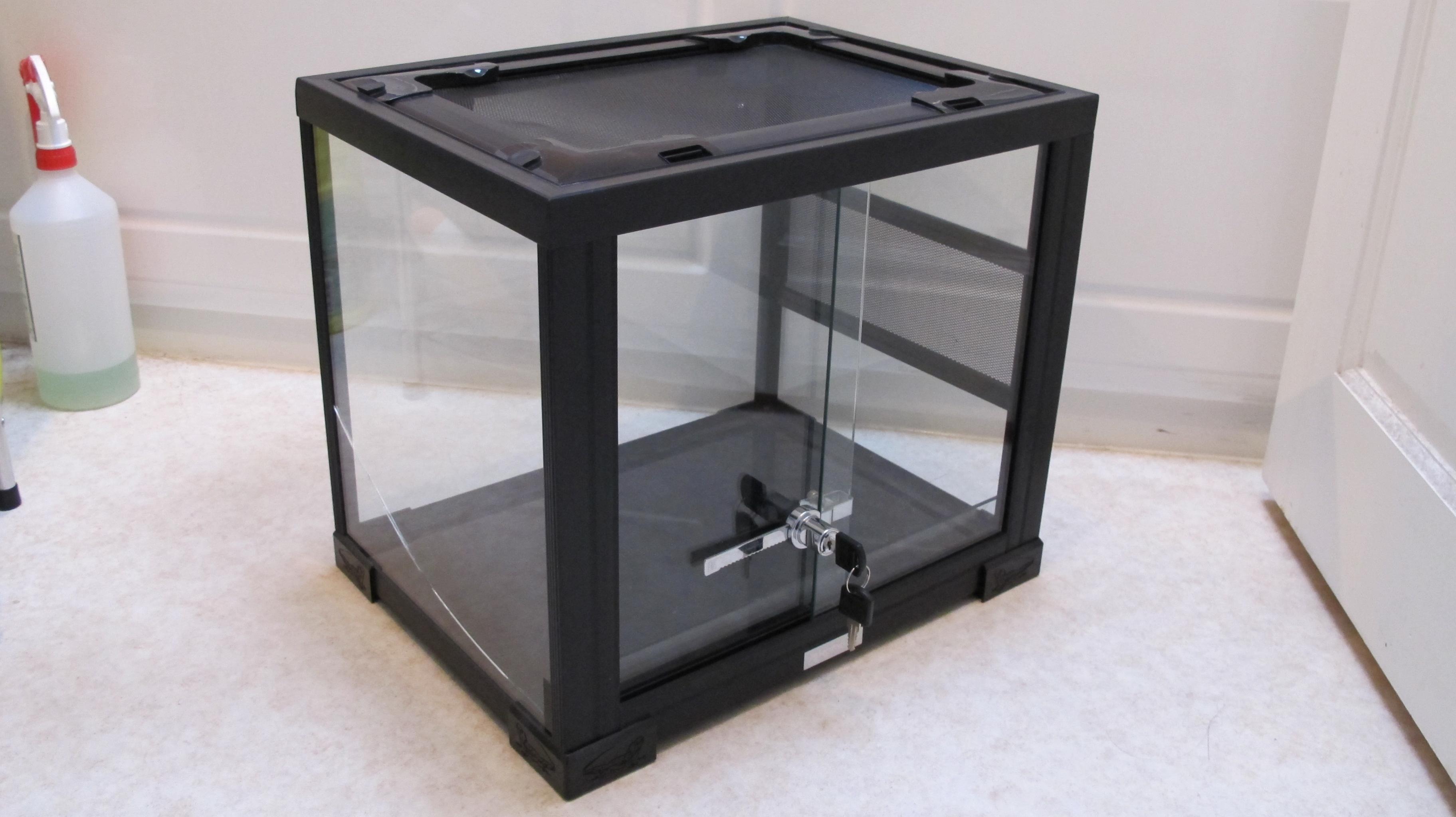 Glass terrarium and 145L RUB for sale-img_0328.jpg