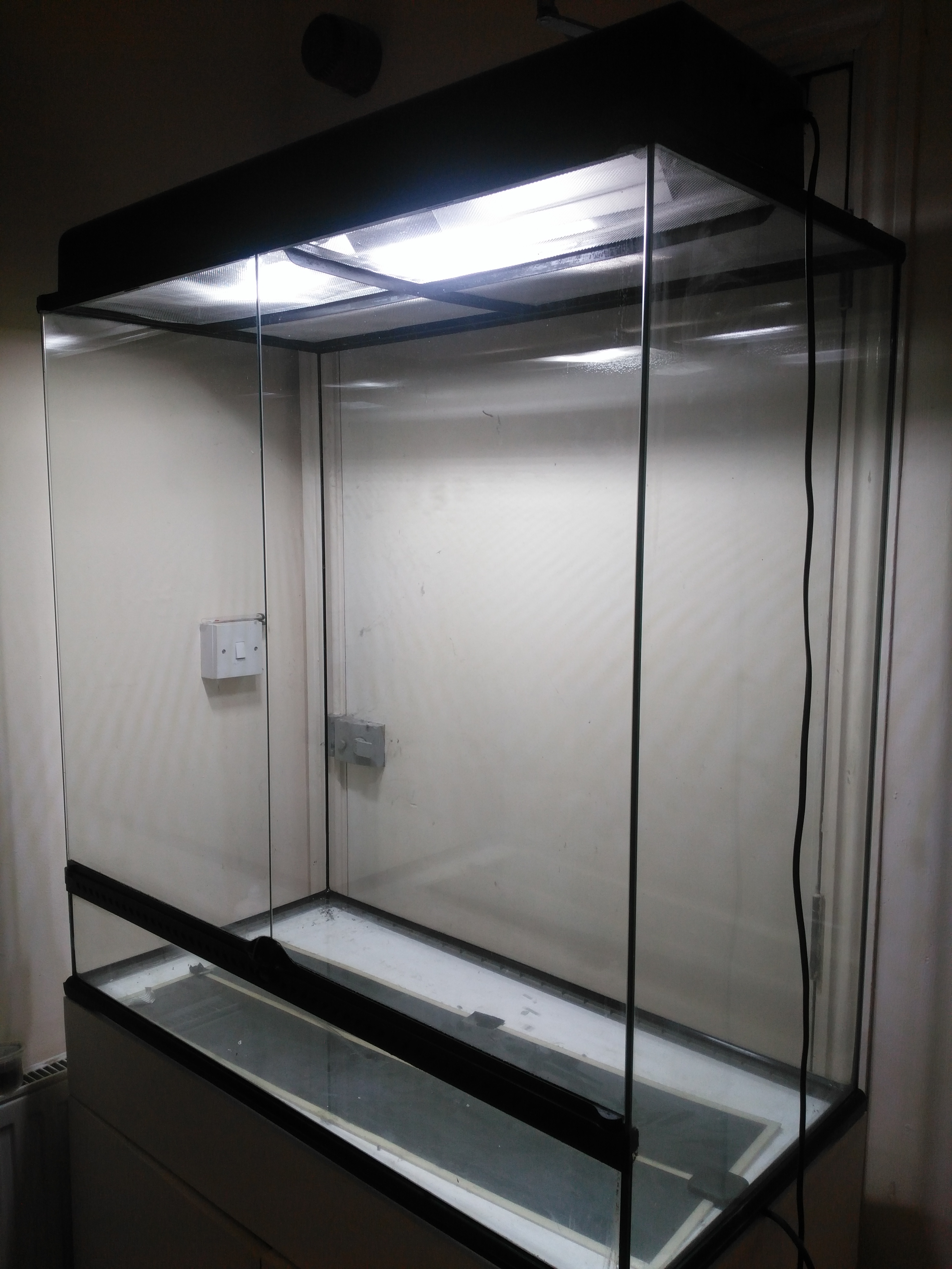 Exo Terra Glass Terrarium 90x45x90 cm with lighting canopy and large heat mat-img_20180921_084842.jpg