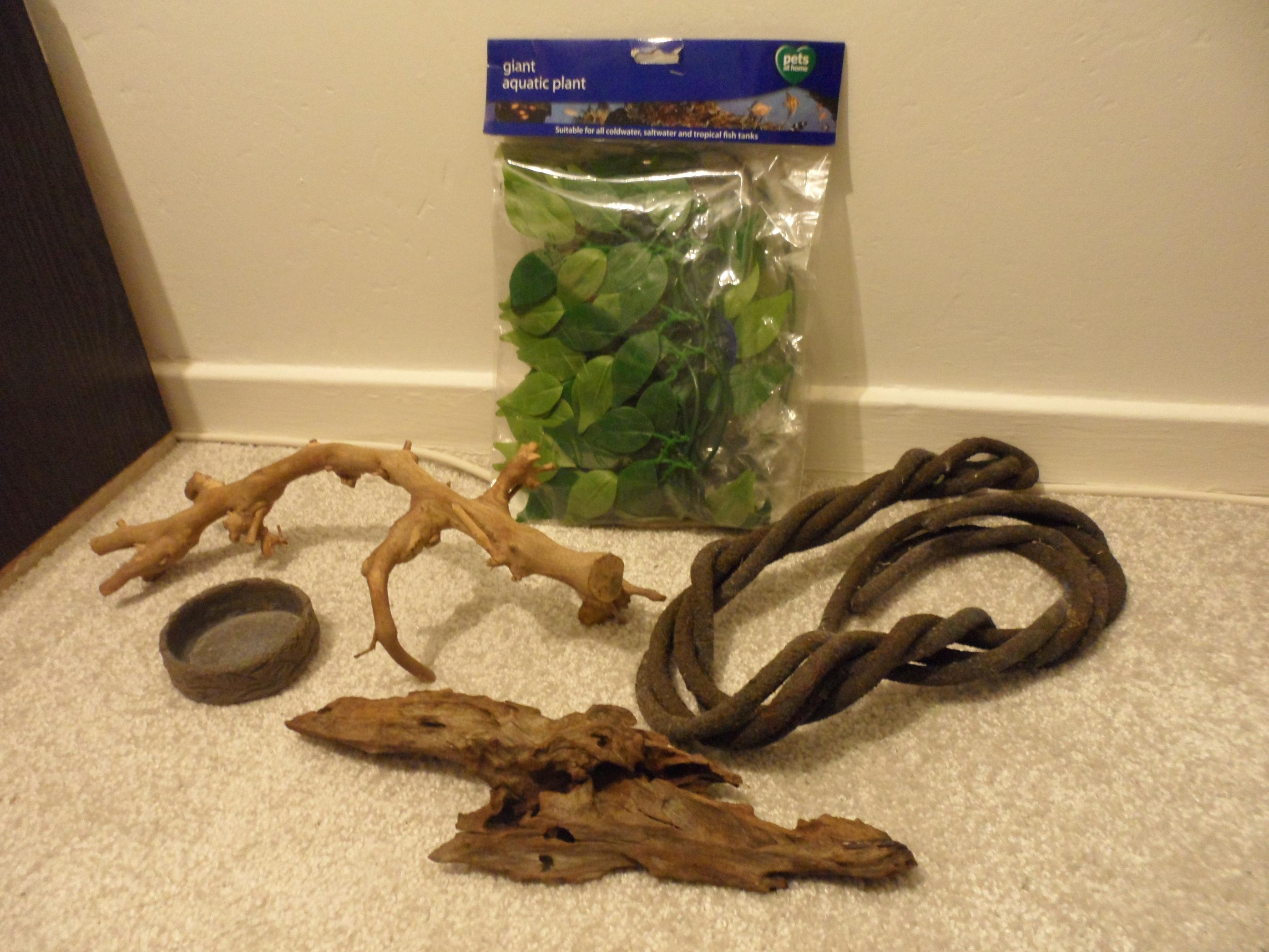 Reptile Accessories, Hides, Bowls, Branches etc-sam_4278.jpg